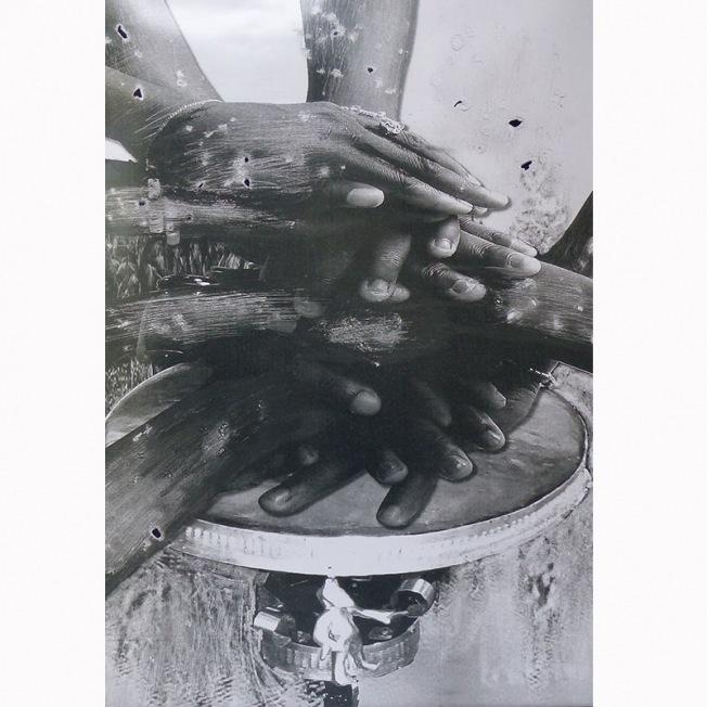 Eliane Aisso, travail mixte de mise en scène, photographie et peinture.