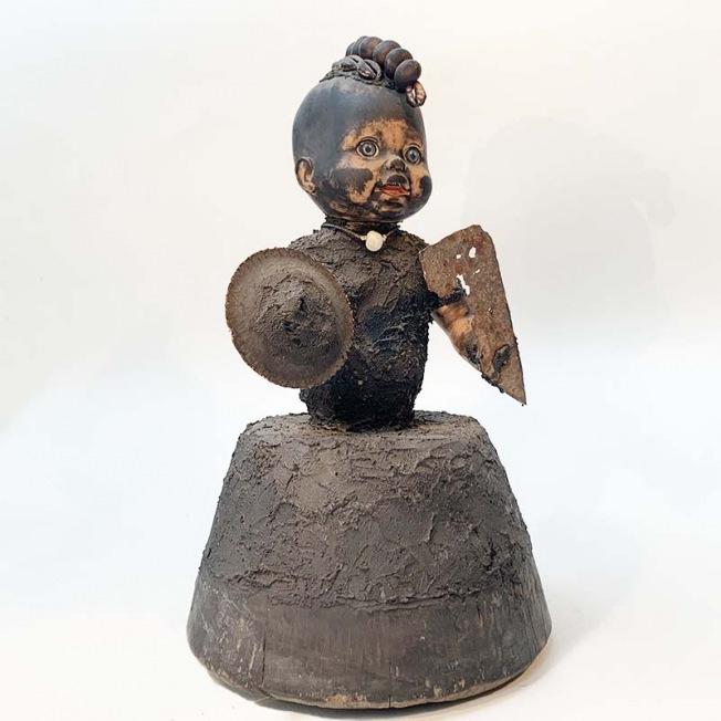 l'univers de Gérard Quenum autour des enfants, sculpture contemporaine africaine upcylcing